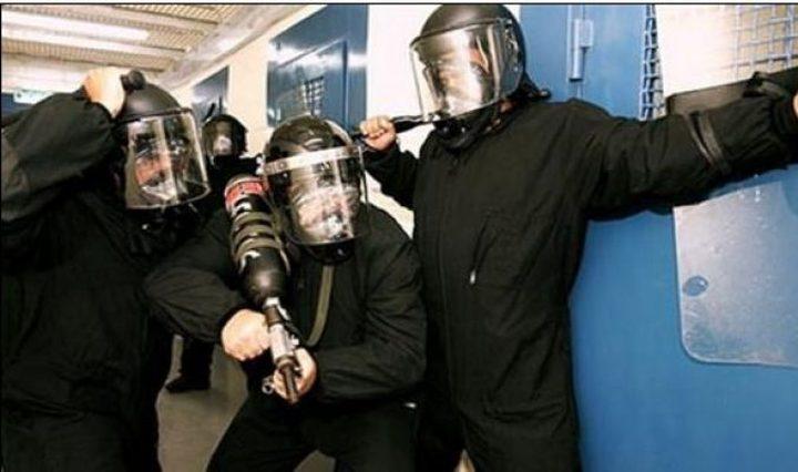 الاحتلال يعتدي على الأسرى ويغلق قسم 10 بنفحة