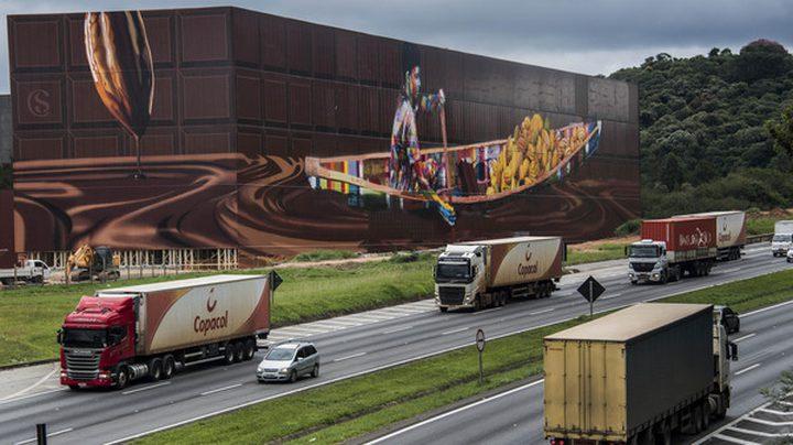 فنان برازيلي ينجز أكبر جدارية بالعالم