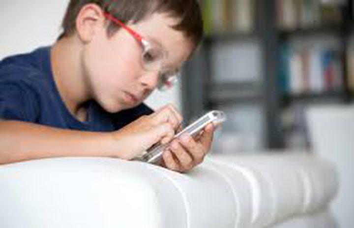 الهواتف وعلاقتها باضطراب النوم عند الأطفال