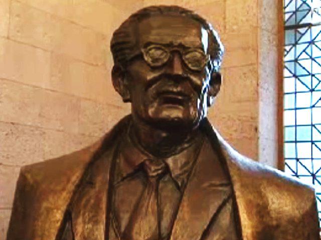 عرض تمثال لطه حسين لأول مرة في معرض الإسكندرية