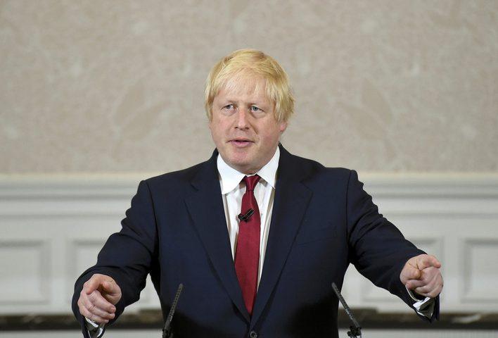 """جونسون يدعو روسيا إلى """"لجم"""" الأسد لاستخدامه الكيماوي"""