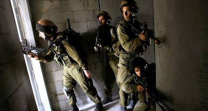 قوات الاحتلال تداهم منزل الشهيد مشاهرة