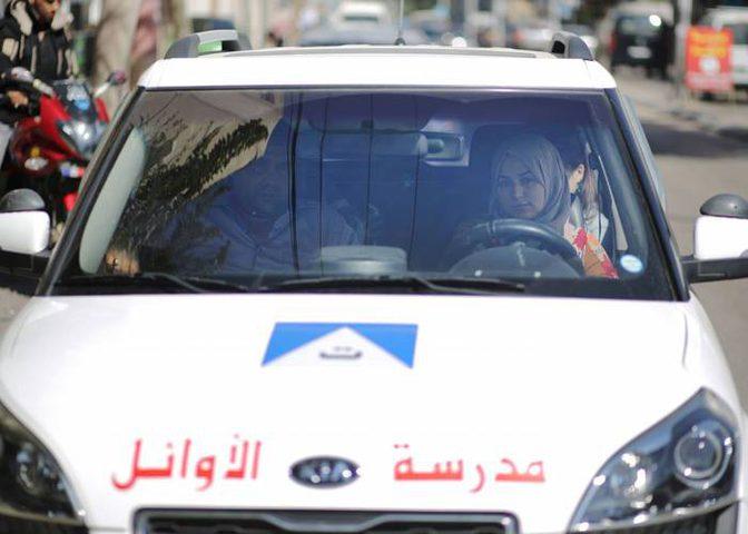 فتيات غزة يُنافسن الشباب في قيادة السيارات