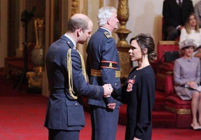 الأمير ويليام يكرم فيكتوريا بيكهام لأعمالها الإنسانية