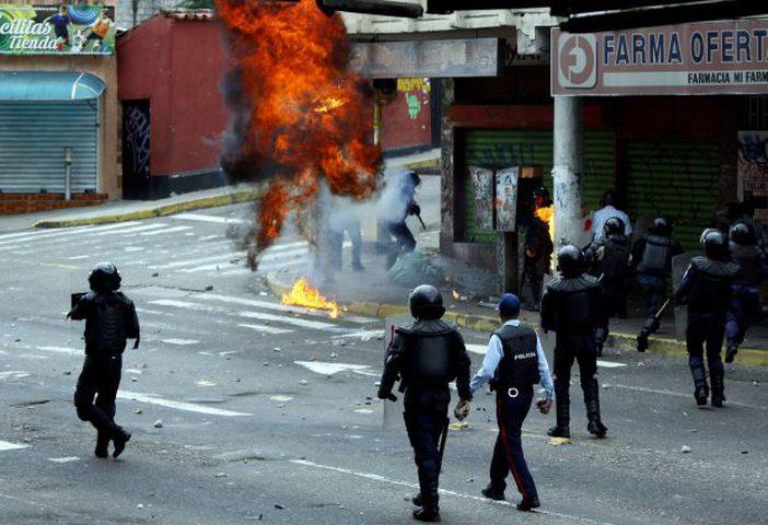 فنزويلا: مقتل طالبين في مظاهرة احتجاجية