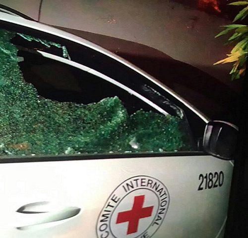 مجهولون يستهدفون الصليب الأحمر بالرصاص (صور)