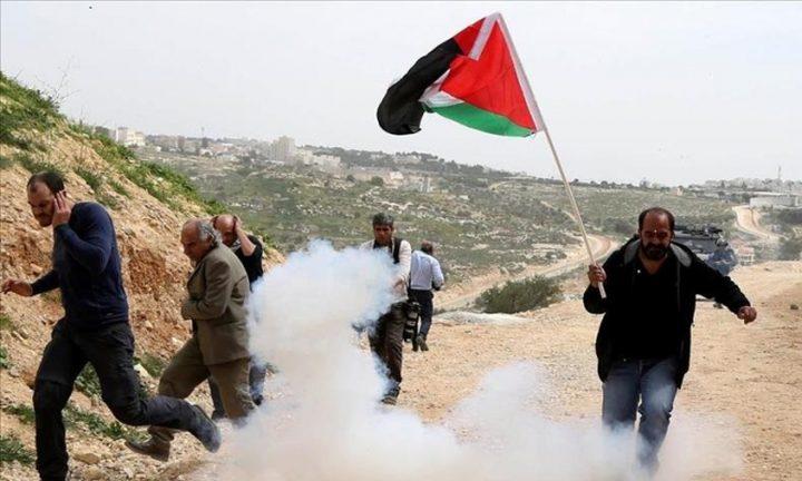 الاحتلال يقمع مسيرة بيت لحم وإصابة صحفي في قلقيلية