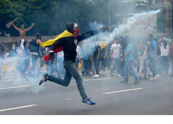 كراكاس: 11 قتيلا خلال تظاهرات ضد الرئيس