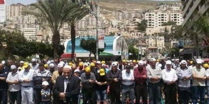 أداء صلاة الجمعة في ميدان الشهداء بنابلس تضامناً مع الأسرى