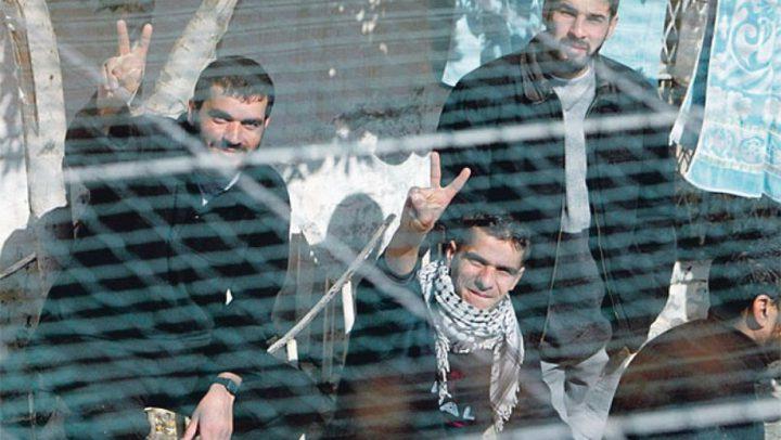 وقف الرواتب...اسلوب إسرائيلي للضغط على الاسرى