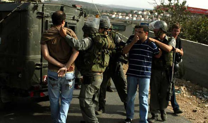 الاحتلال يعتقل شابين من بلدة صوريف