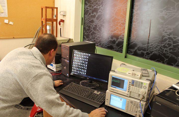د. عاطف قصراوي: 140 بحثا علميا في الفيزياء والكيمياء