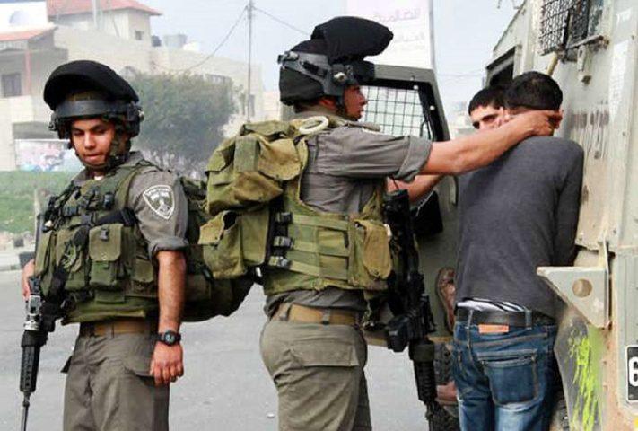 اعتقال 14 مواطنا في الضفة