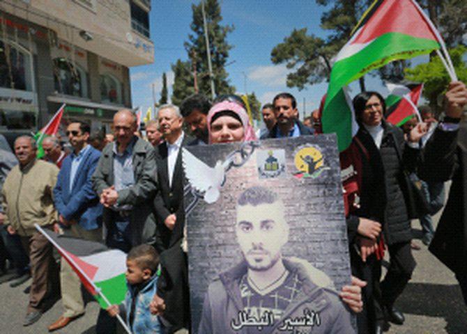 مسيرات وفعاليات مساندة للأسرى في رام الله