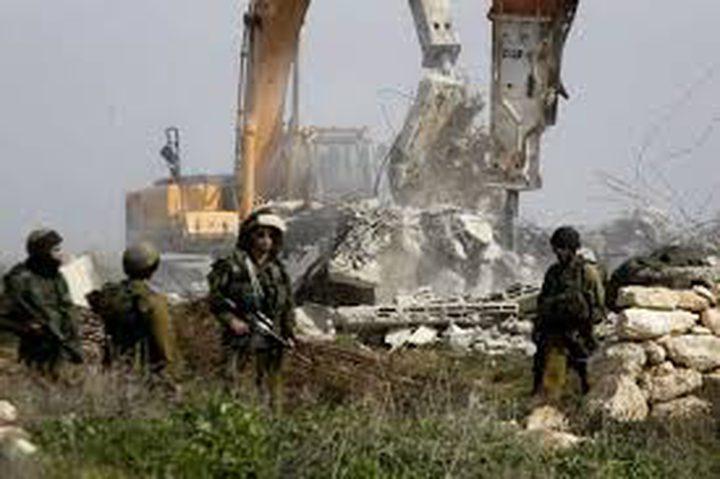 مستوطنون يجرفون أراضي في بلدة الخضر