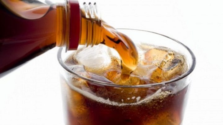 عبوة مشروبات غازية يومياً تسرع شيخوخة الدماغ