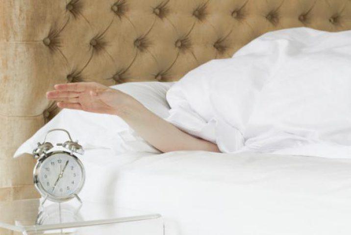 دراسة: 7 اشياء افعلها بعد سماع صوت المنبه