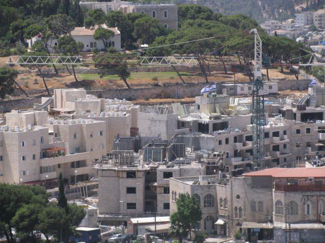الاحتلال يسلب أرضا لإقامة موقع تهويدي