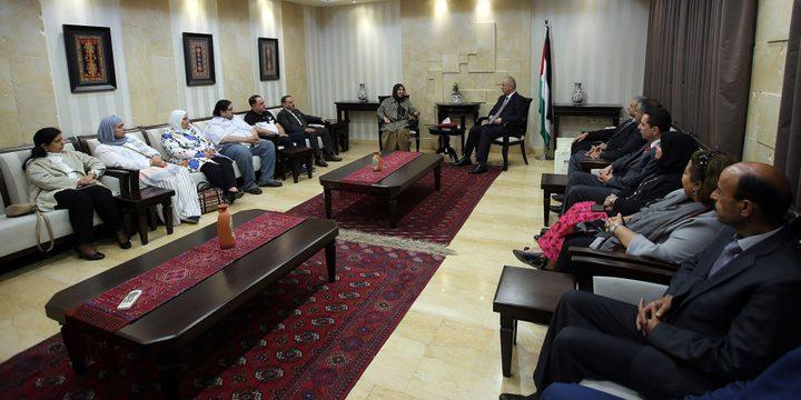 الكويت: التعاقد مع 180 معلما فلسطينيا