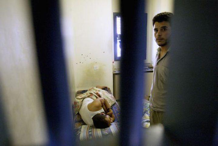 """الأسير مسلمة ثابت إلى مستشفى سجن """"الرملة"""""""