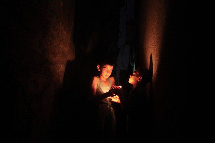 الاحتلال يهدد بقطع الكهرباء عن غزة خلال أيام