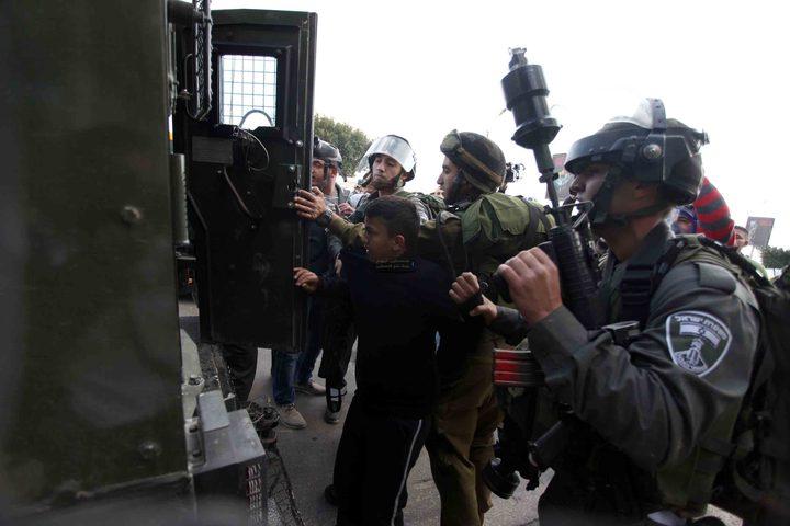 الاحتلال يعتقل (15) مواطنًا