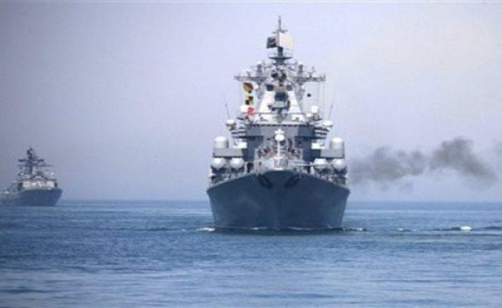 مدمرة أمريكية توجه طلقات تحذيرية لسفينة إيرانية