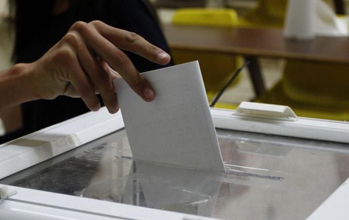 لجنة الانتخابات تشرع بتعبئة صناديق الاقتراع