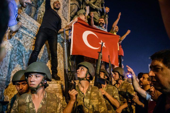 اعتقال المئات بسبب الانقلاب في تركيا