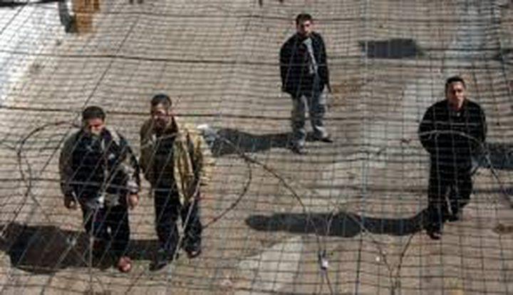 سراحنة: عمليات التنقيل بالأسرى المضربين يسبب لهم إرهاق شديد