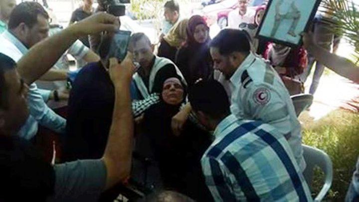نقل والدة أسير مضربة عن الطعام للمستشفى