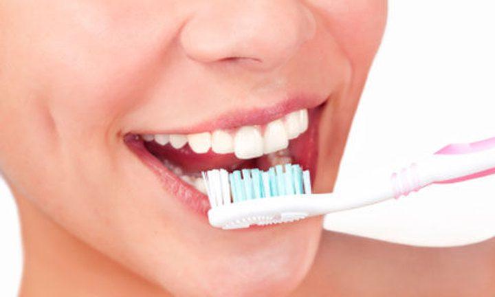 توقّفوا عن تنظيف أسنانكم بالماء الساخن.. لماذا ؟