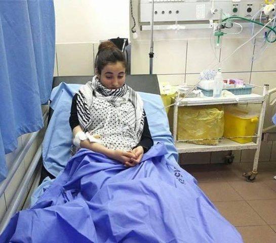 نقل فتاة مضربة عن الطعام إلى المستشفى