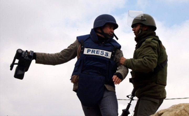 الاحتلال يعتدي على صحفيين وطواقم التلفزة في القدس