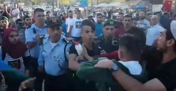 """اعتداء شرطة الاحتلال على شبان مقدسيين""""فيديو"""""""
