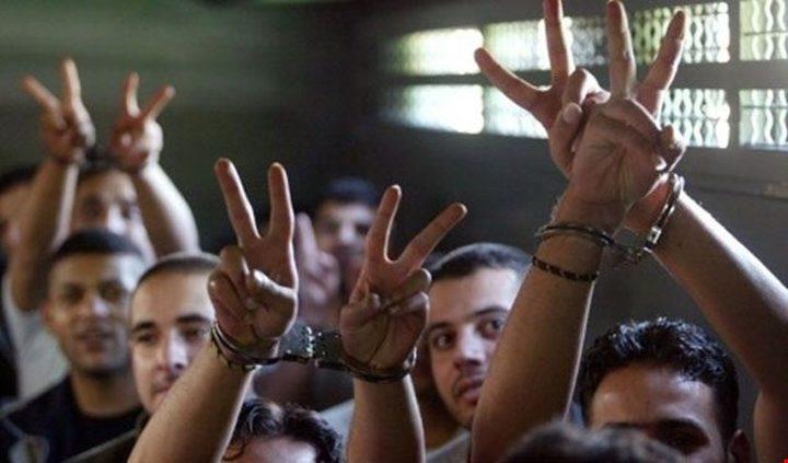50 من قادة ورموز الحركة الأسيرة يبدأون الإضراب يوم الخميس