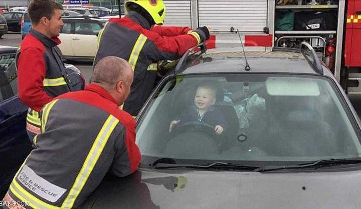 ابتسامة طفل شقي لا يدري ما فعل