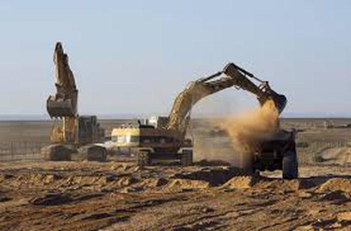 الاحتلال يجرف أراضي بروقين
