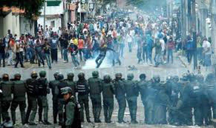 فنزويلا: متظاهرون يقتحمون قاعدة جوية