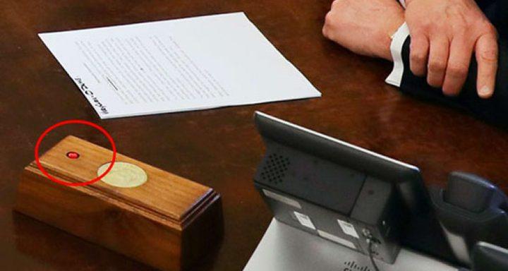 سر الزر الأحمر الموجود على طاولة ترامب؟
