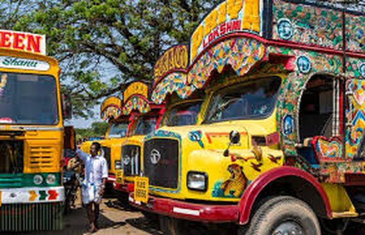 الشاحنات المزخرفة تغزو شوارع باكستان