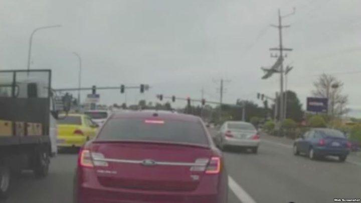 طائرة تسقط في شارع مزدحم بواشنطن (فيديو)