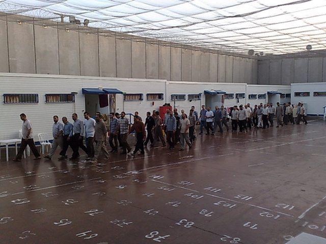 الاحتلال يحول قسم في سجن النقب إلى مستشفى للمضربين