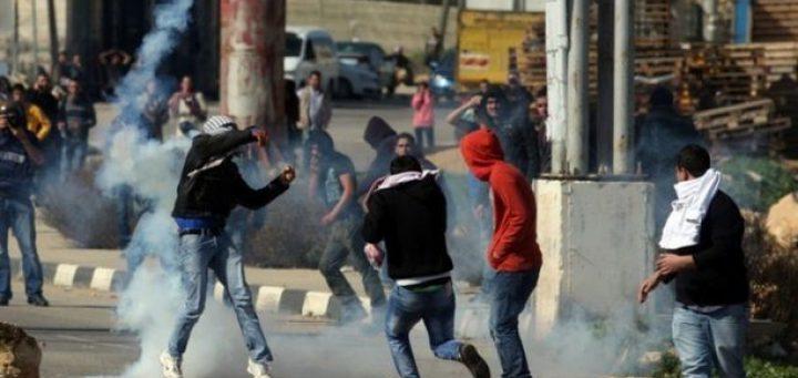 الخليل: إصابة شاب برصاص الاحتلال
