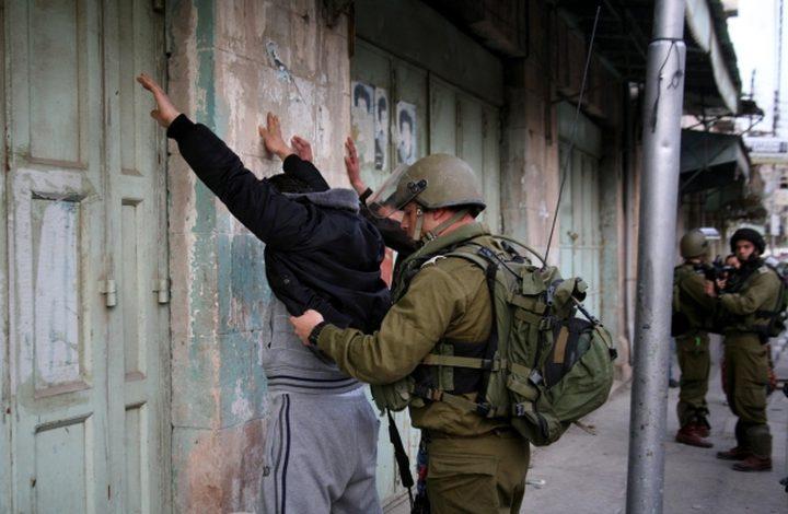 الخليل: اعتقال شابين بزعم محاولة تنفيذ عملية طعن