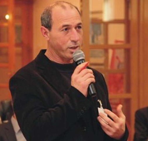 مطالبات برفع حظر السفر عن الصحفي عمر نزال