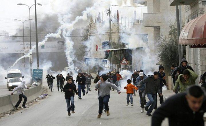 إصابات واحتجاز متضامنين خلال مسيرة نعلين