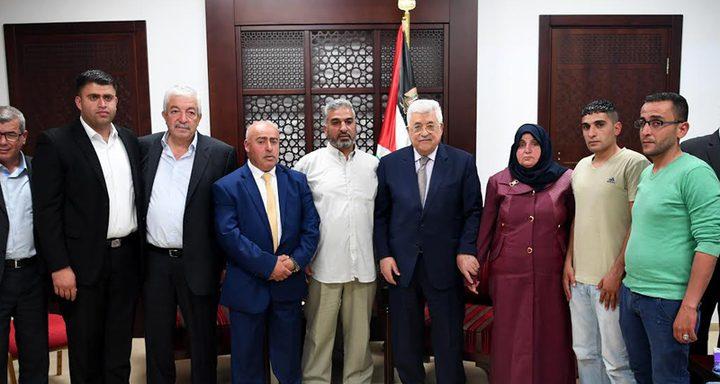 الرئيس عباس يستقبل عدداً من عائلات الأسرى المضربين