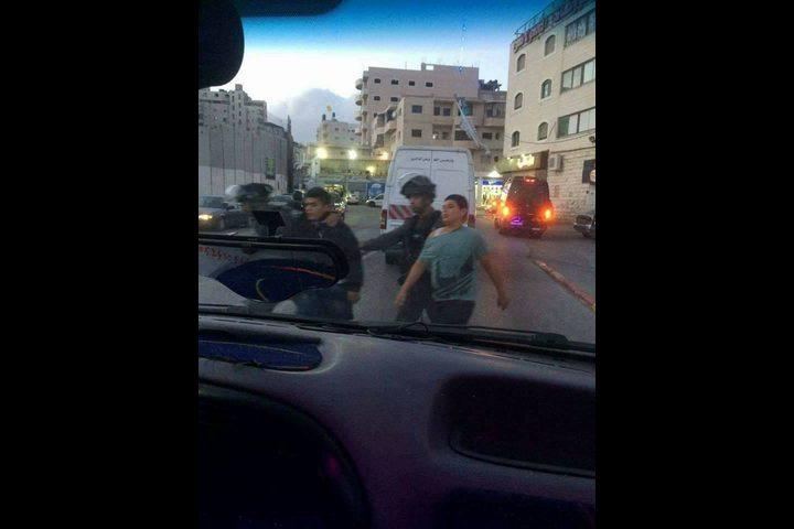 اعتقال طفلين على حاجز شعفاط