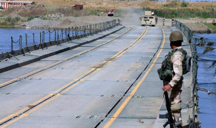 العراق تنصب جسراً عائماً يربط غرب الموصل بشرقها